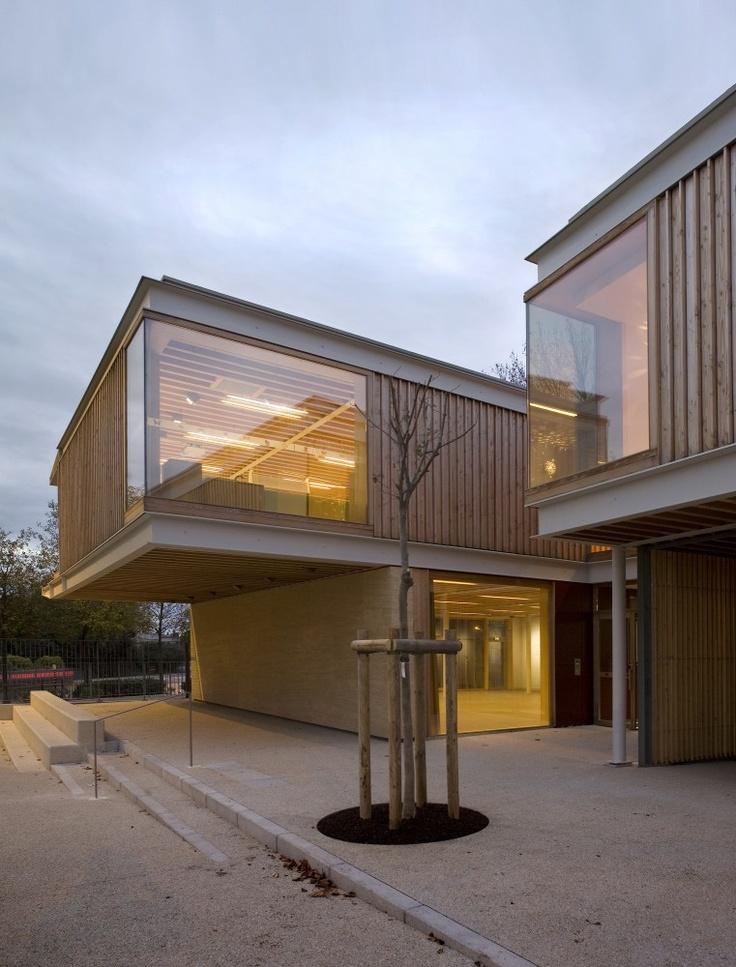 Modern house design galer a jard n infantil jean for Architecture jardin
