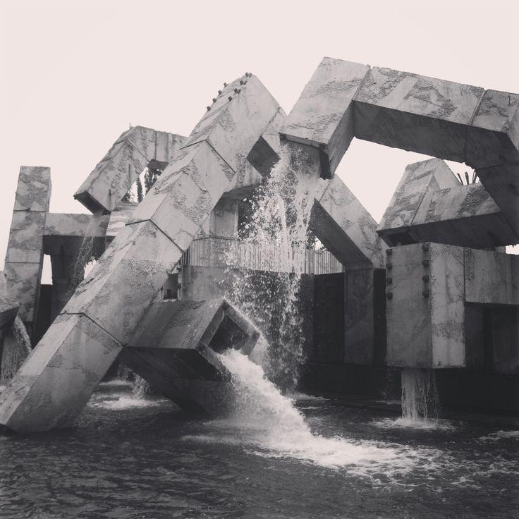 Modern Design : Brutalist Fountain